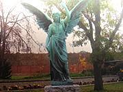 1 Tonne schwere Engelstatue auf Friedhof entwendet