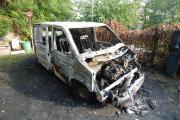 Fahrzeugbrand in Gartenanlage