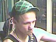 Täter nach Raub in der Straßenbahn gesucht